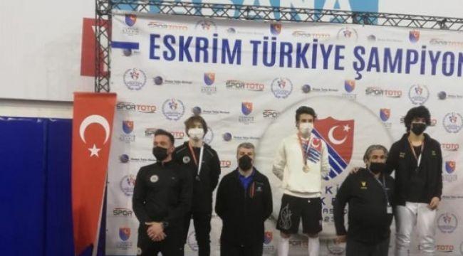 Erzurumlu Eskrimci Emir Akal, Türkiye Şampiyonu oldu