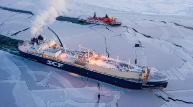 Kuzey Buz Denizi'ni geçti