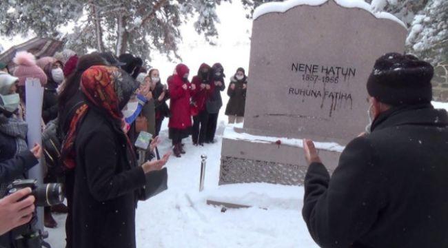 8 Mart Dünya kadınlar Günü'nde Nene Hatun mezarı başında anıldı