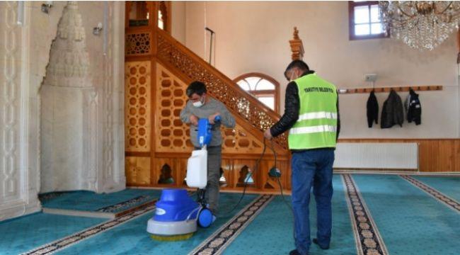Camii ve mescitlerde bahar temizliği ve dezenfeksiyon çalışması