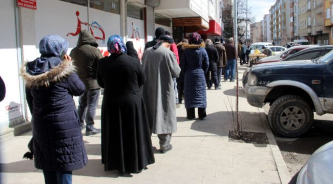 Erzurum'da Ramazan ve kısıtlama öncesi ucuz et kuyruğu