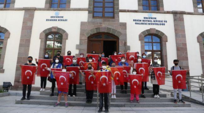 19 Gençle ayrı ayrı tarihi mekanlarda Atatürk'ün Gençliğe Hitabesi okundu