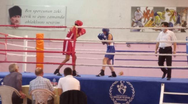Yıldız boksörler ringde...