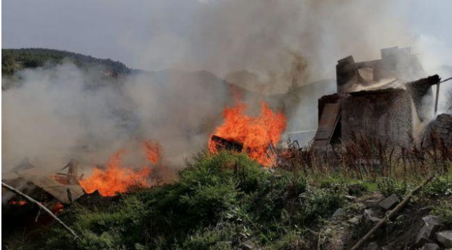 Oltu Arıtaş'ta 6 ev yanarak kül oldu