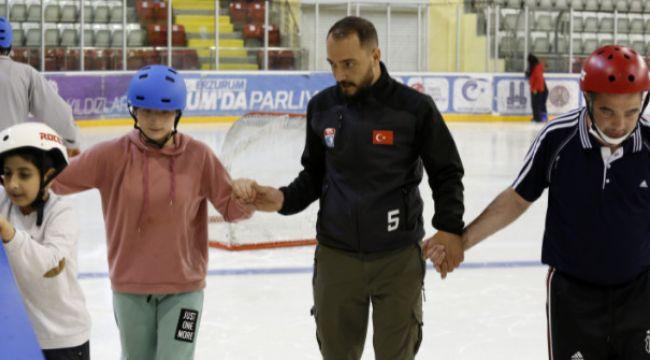 Büyükşehir, engelli çocuklar için buz pateni kursu açtı