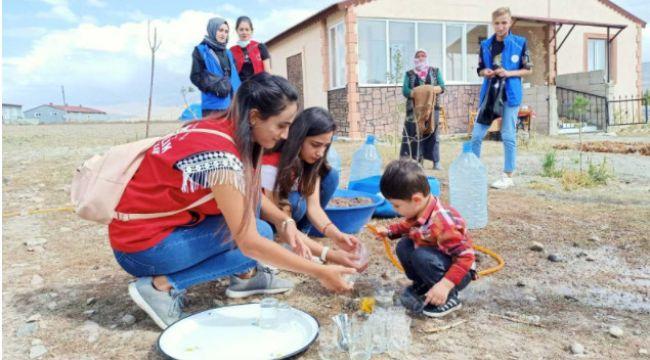 Gönüllü gençler bir günlük köy yaşantısına tanıklık etti